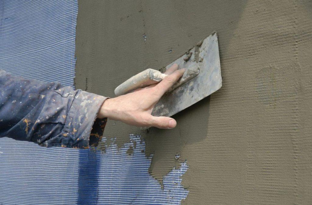 Армирование стен сеткой,чтобы не проникали вредители в строение