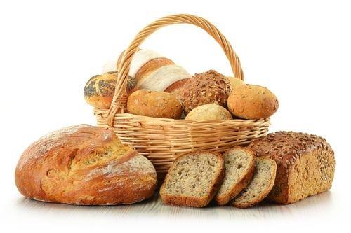 Как кормить кур несушек хлебом